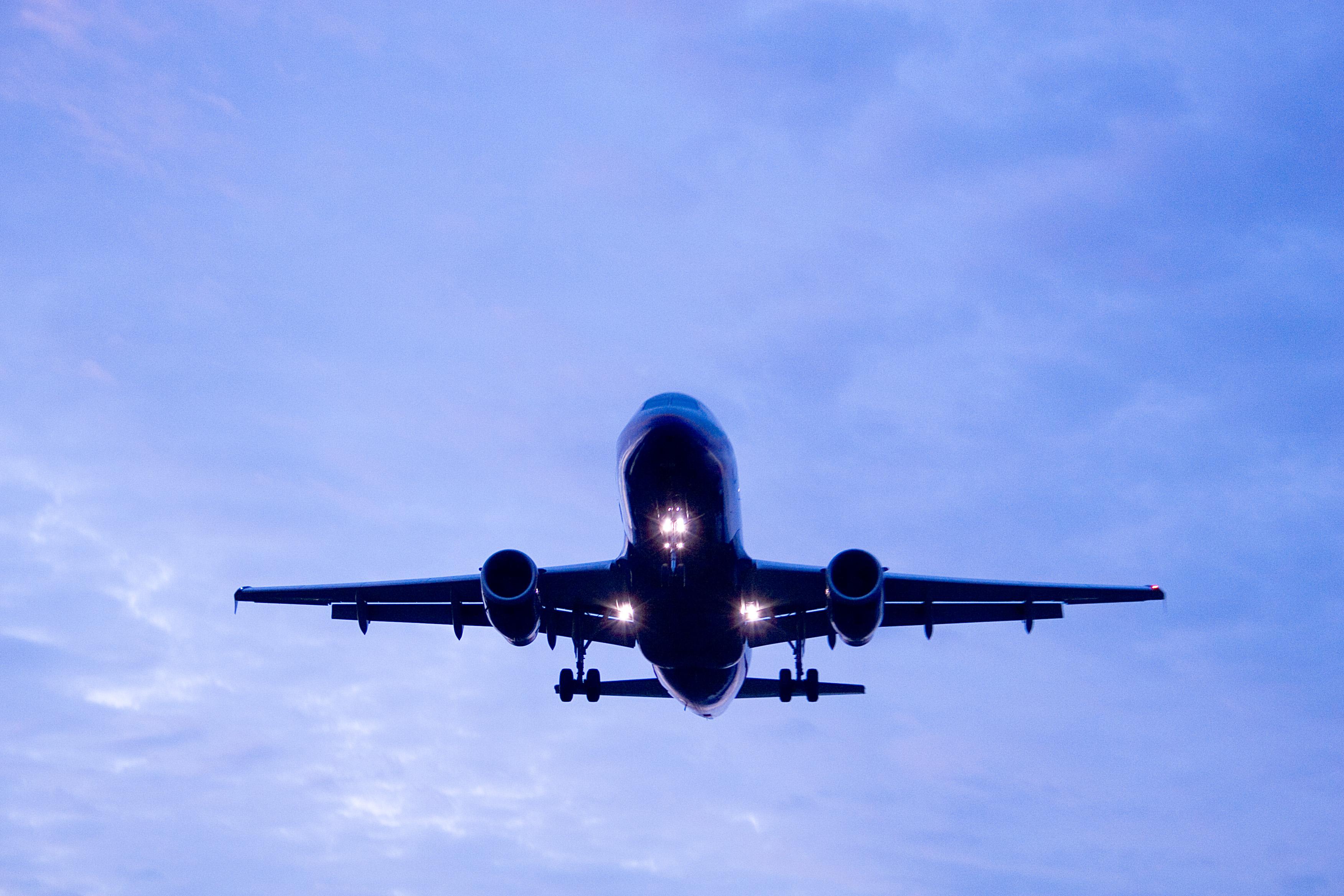 Tańszy bilet lotniczy – Specjalne stawki touroperatorskie  – Ważne informacje dotyczące rezerwacji biletów lotniczych